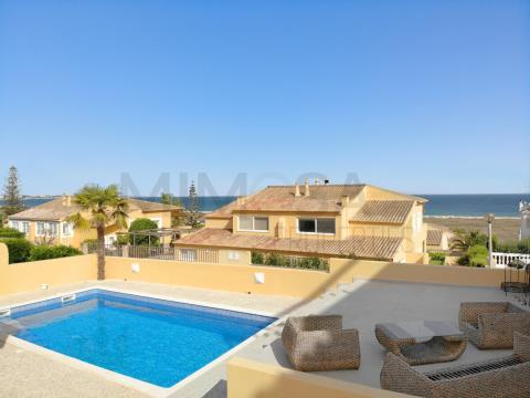 Moradia T2 com piscina e vista mar, na Meia Praia, Lagos