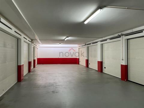 Garagem na Rua António Graça, Povoa de Varzim