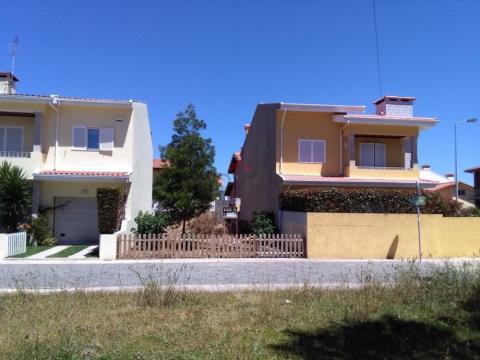 Lote com 140 m2 numa zona residencial em Areia, Árvore, Vila do Conde