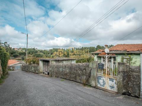 Casa em pedra para restaurar em Rebordões