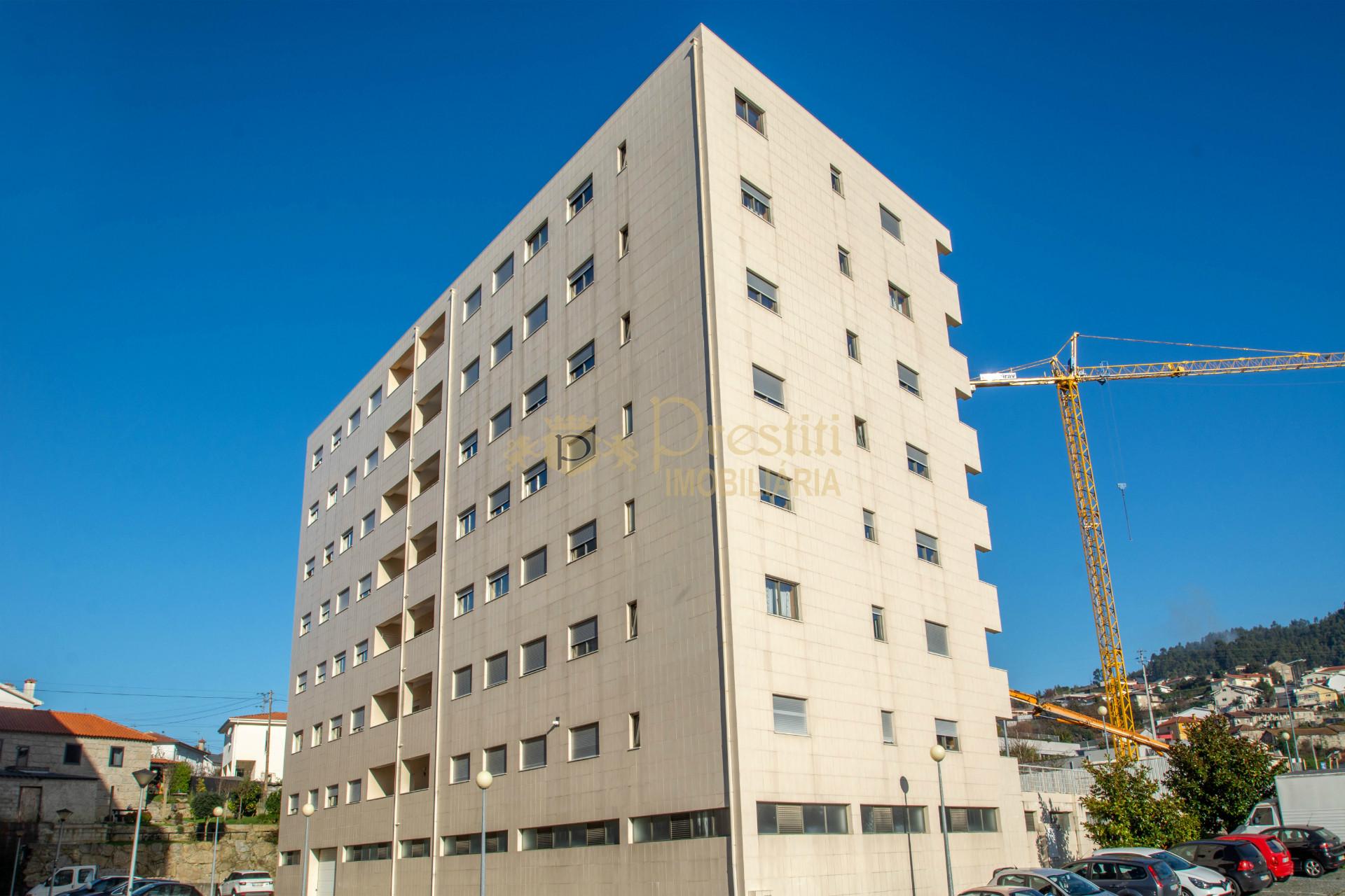 Apartamento T3 Novo R/chão Direito