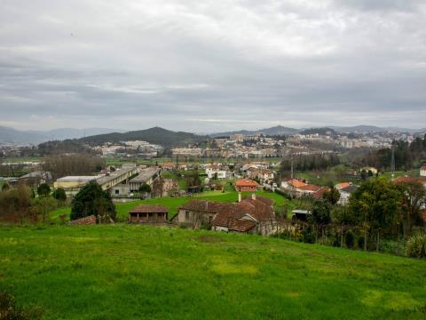 Terrain avec projet approuvé à Guimarães