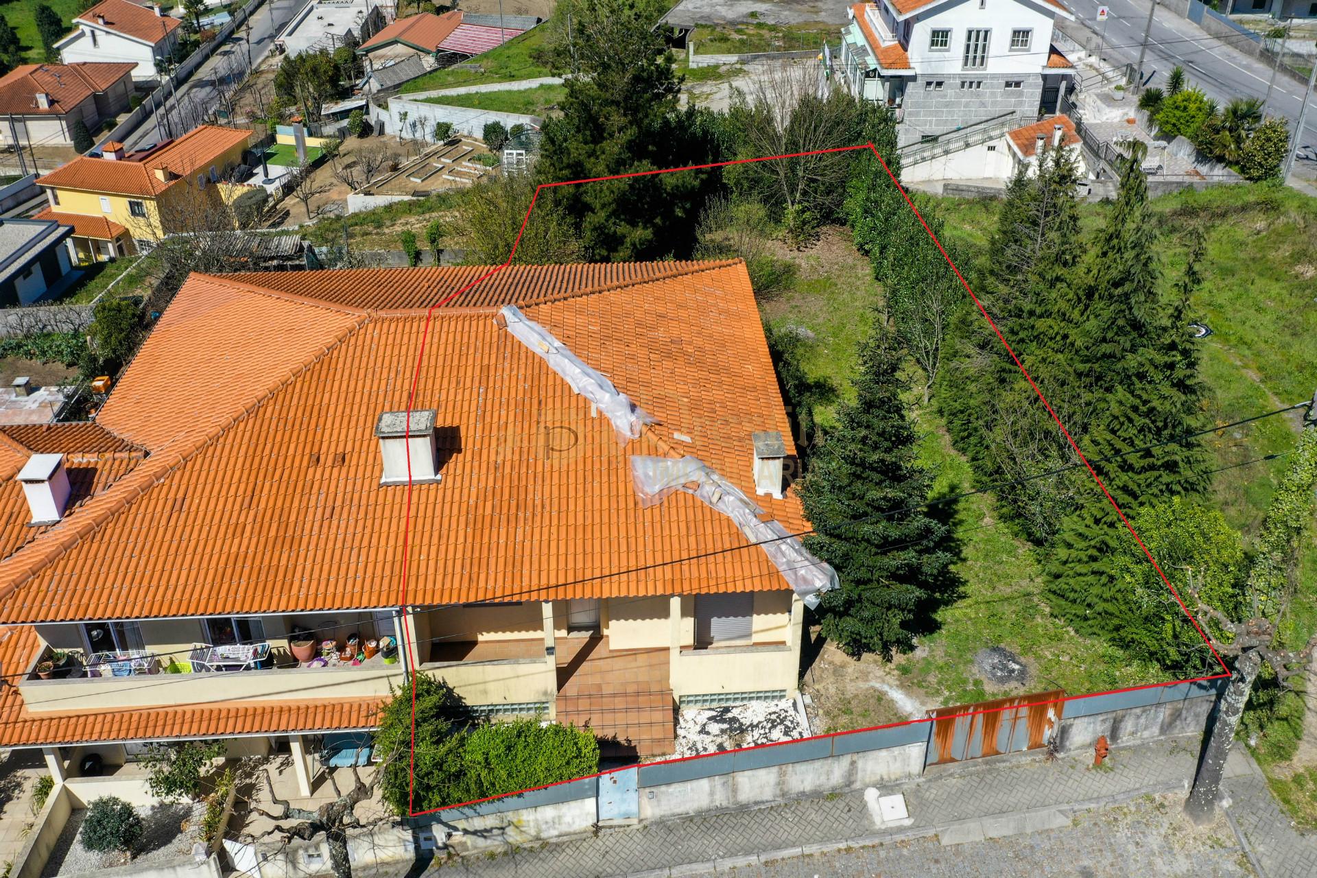 Moradia Geminada T3 Calvos Guimarães