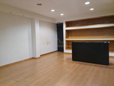 Loja para arrendar em Guimarães