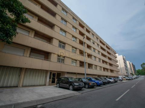 吉马良斯市的 3 卧室公寓