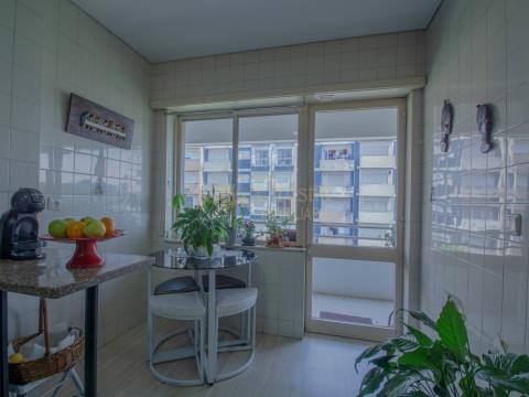 Apartamento T4 junto aos CTT de Azurém, Guimarães