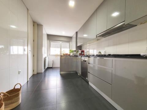 Apartamento T3 como Novo, junto a Universidade - Azurém