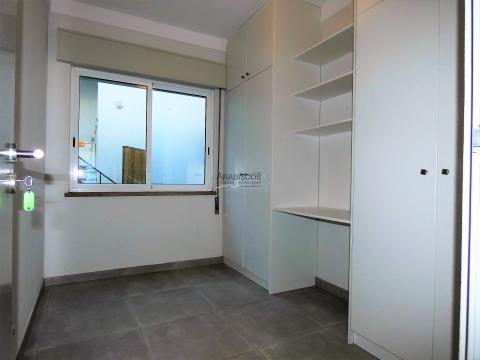 Apartamento T4 - Terraço - Garagem Box - Centro - Portimão