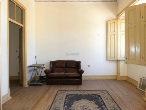Moradia Tradicional T6 - Jardim de Inverno - Garagem - Zona ARU - Infante D. Henrique - Algarve