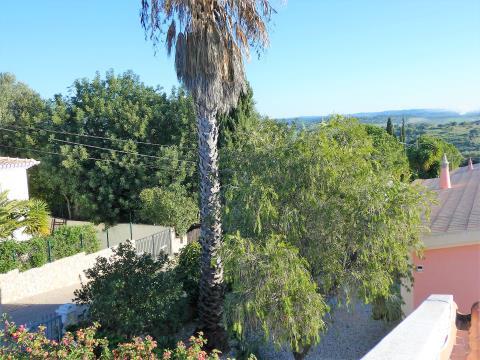 Moradia Isolada T2 - Jardim - Garagem - Monte Canelas
