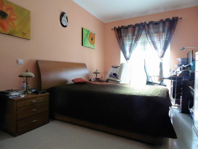 Apartamento T3 - Garagem - Lagoa, Centro