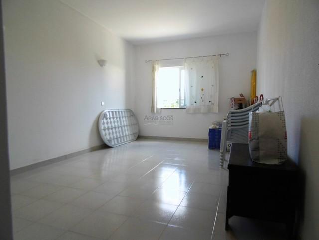 Moradia Isolada T4 - Garagem - Jardim - Lagoa - Centro