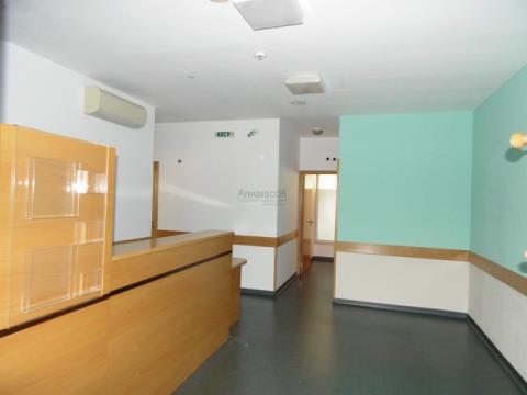 Geschäft - Guter Zustand - Mehrere Zimmer -Area 25 de Abril