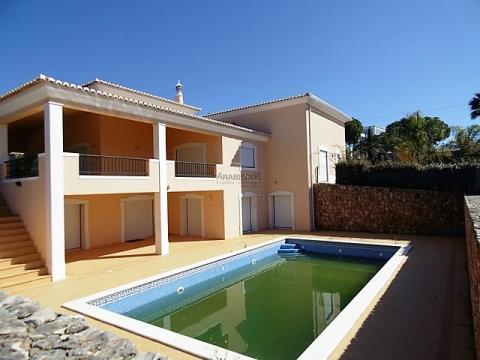Casa independiente de 5 habitaciones - Propiedad del Banco - Carvoeiro