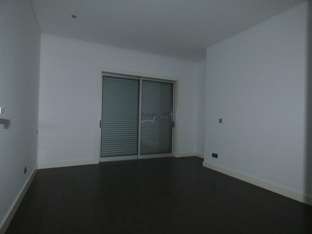 Apartamento T4 - Condominio Fechado - Portimão