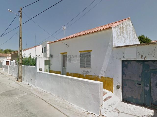 Moradia T2 - Reabilitar - Quintal - Vista Campo - Estômbar