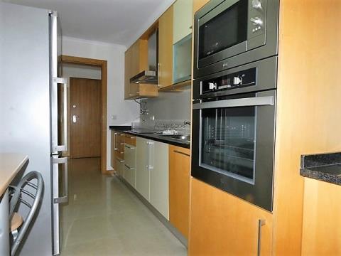 Apartamento T1 - Lugar de Garagem - Piscina - Alvor