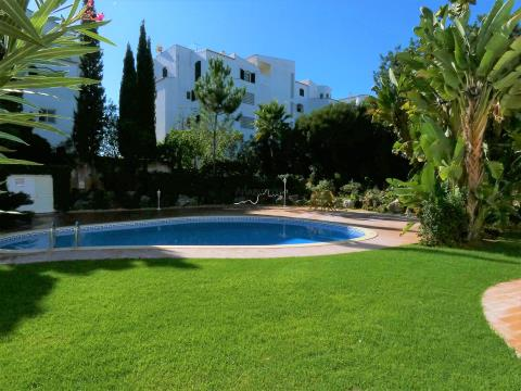 4 Bedroom Apartment - Garage - Pool - Gardens - Alto Golf - Portimão