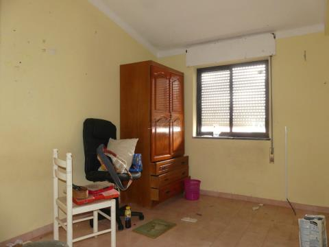 Moradia T3 - Quintal - Cozinha com despensa - Estômbar - Algarve