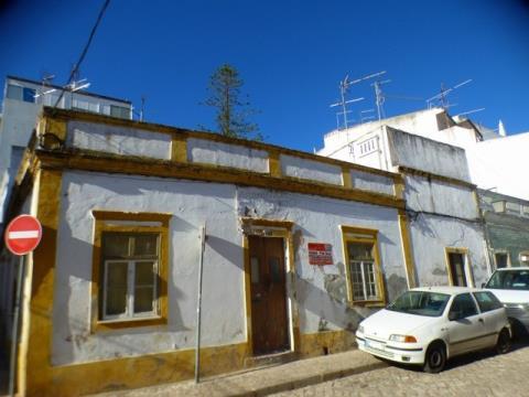 Moradia para Remodelar - Terraço - Zona ARU - Portimão - Centro