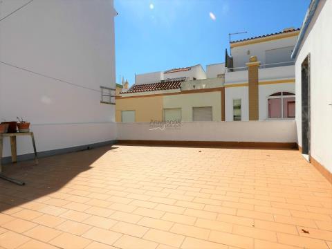Moradia T3 - com loja - para remodelar - Centro de Alvor - Portimão - Algarve