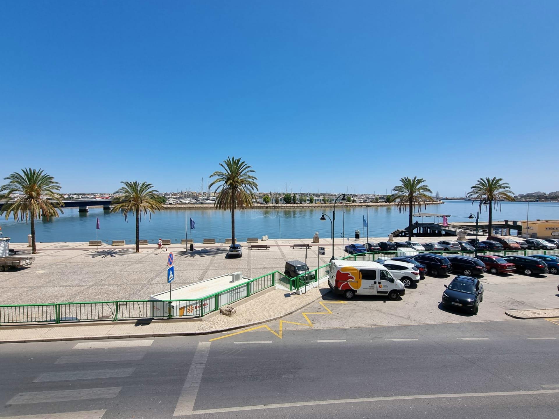 Moradia T4 com espaço comercial - Vista Rio Arade - Zona Ribeirinha - Portimão - Algarve