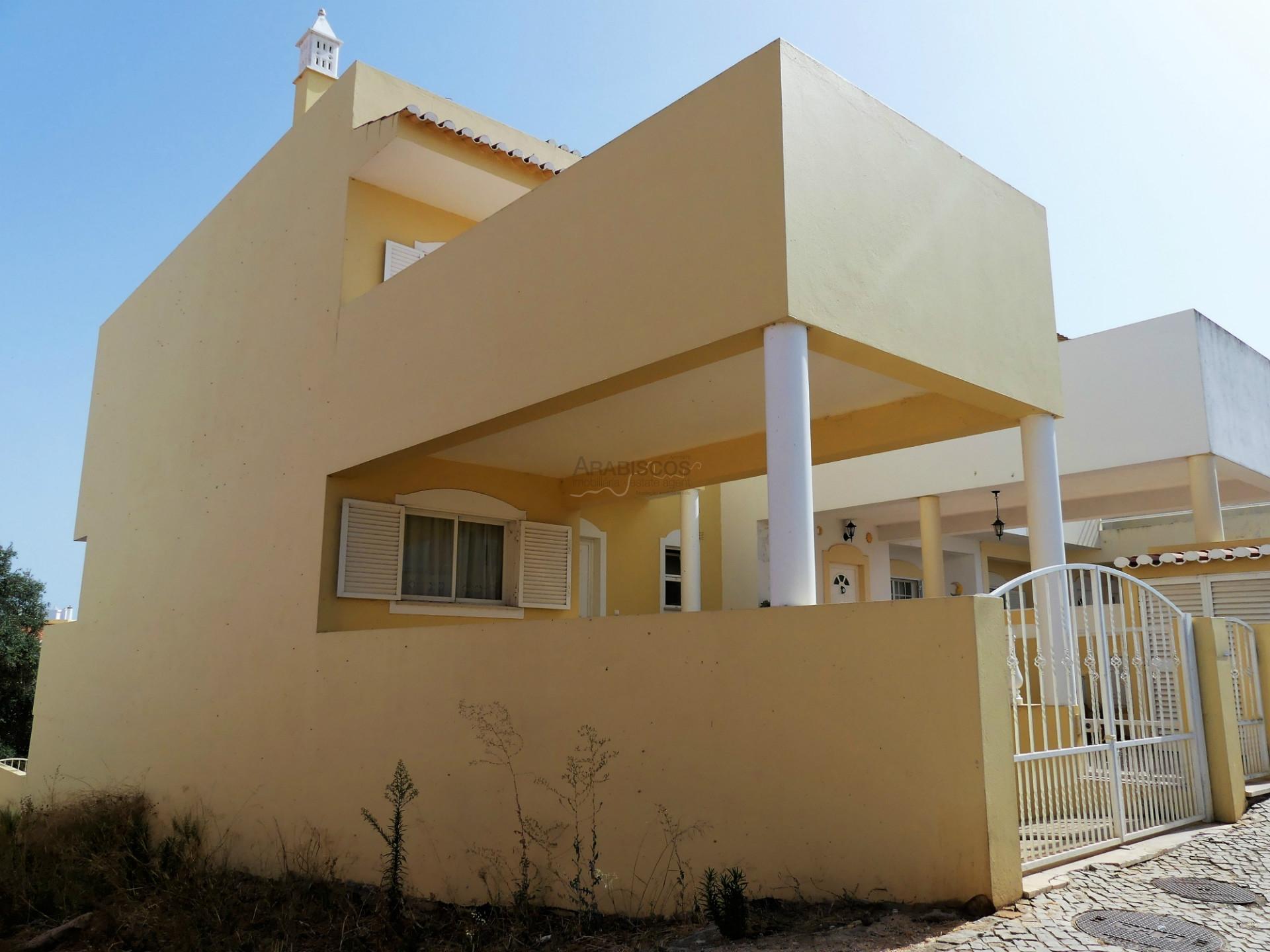 Maison T4 - Garage 2 voitures - Terrasses - Penderies encastrées - Sesmarias - Algarve