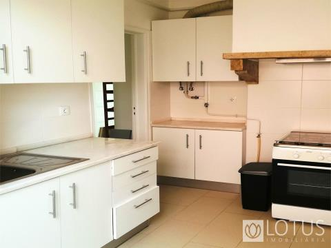 Moscavide: 1 Bedroom Apartment, Furnished, 4min. from the Underground Station