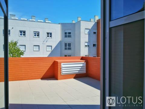 Serra de Carnaxide: 2 Bedroom with Garage and Terrace