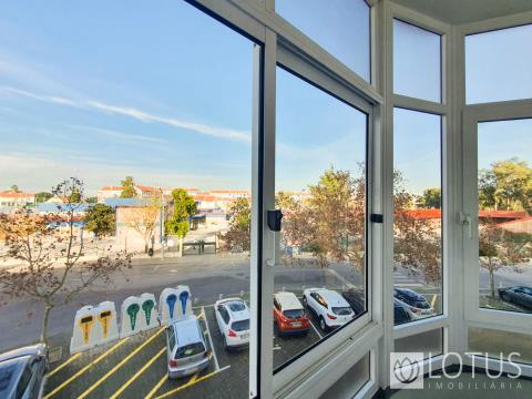 Montijo: 3 Bedroom Flat with Storage Room and 2 Balconies