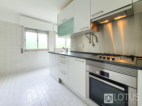Carcavelos: 2 Bedroom Flat 10min away from the Beach