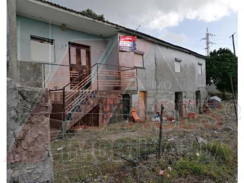 Moradia para restauro em Petimão