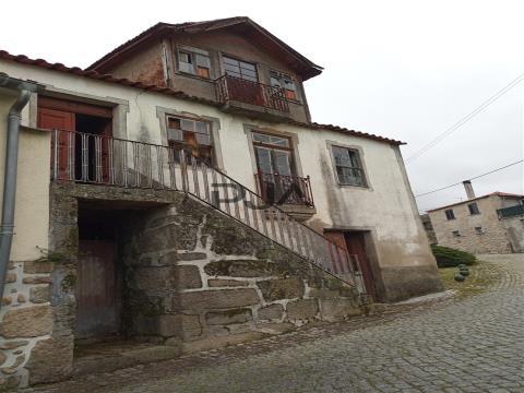 Moradia para recuperar em Vila Cova do Covelo, Penalva do Castelo