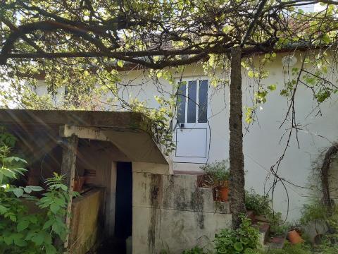 Moradias para restaurar em Vila Nova do Campo, Viseu