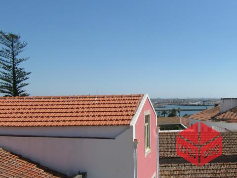 Marina/ Baixa da Cidade- Moradia T5