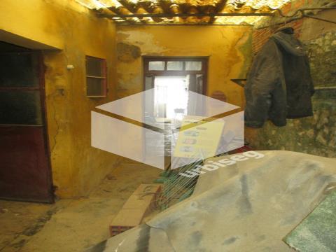 Moradia para remodelar na Vila de Quiaios