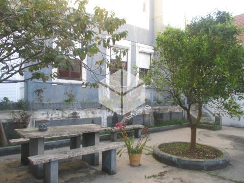 Moradia centenária com 407m2 no Centro Histórico