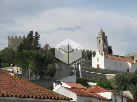 Moradia Centenária na Zona Histórica de Montemor