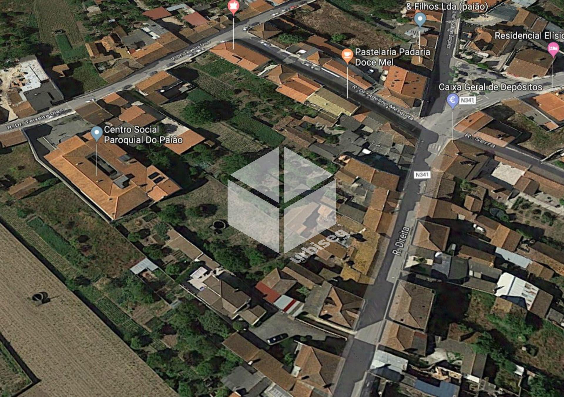Moradia centenária com 671m2 no Centro da Vila do Paião