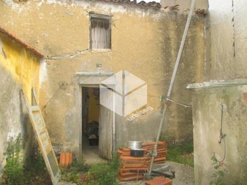 Moradia para reconstruir na Vila de Quiaios