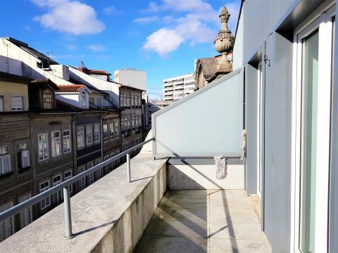 Apartamento T3+1 Duplex, C/Terraços situado no coração da cidade.