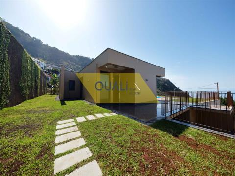 Wunderschöne Villa mit 3 Schlafzimmern und Pool in Calheta - Madeira - € 750.000,00