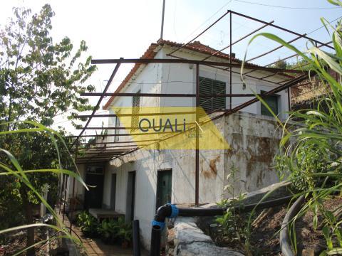 Villa de 3 dormitorios para remodelar con 3154m2 de tierra Ponta do Sol - Ilha da Madeira € 185.000,