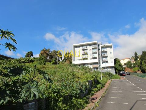 Terreno con 4032 m2 a Funchal - Isola di Madeira - €650.000,00