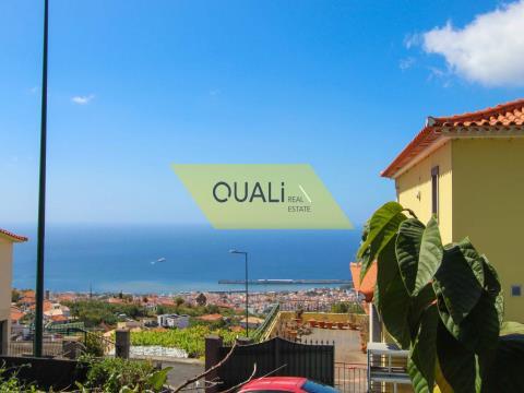 Haus V2 zum Umbauen in ein Grundstück mit 860m2 Land in der Insel Livramento - Madeira eingefügt.