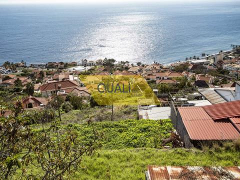 1910m2 land with a house in Santa Cruz - Madeira Island - € 150.000,00