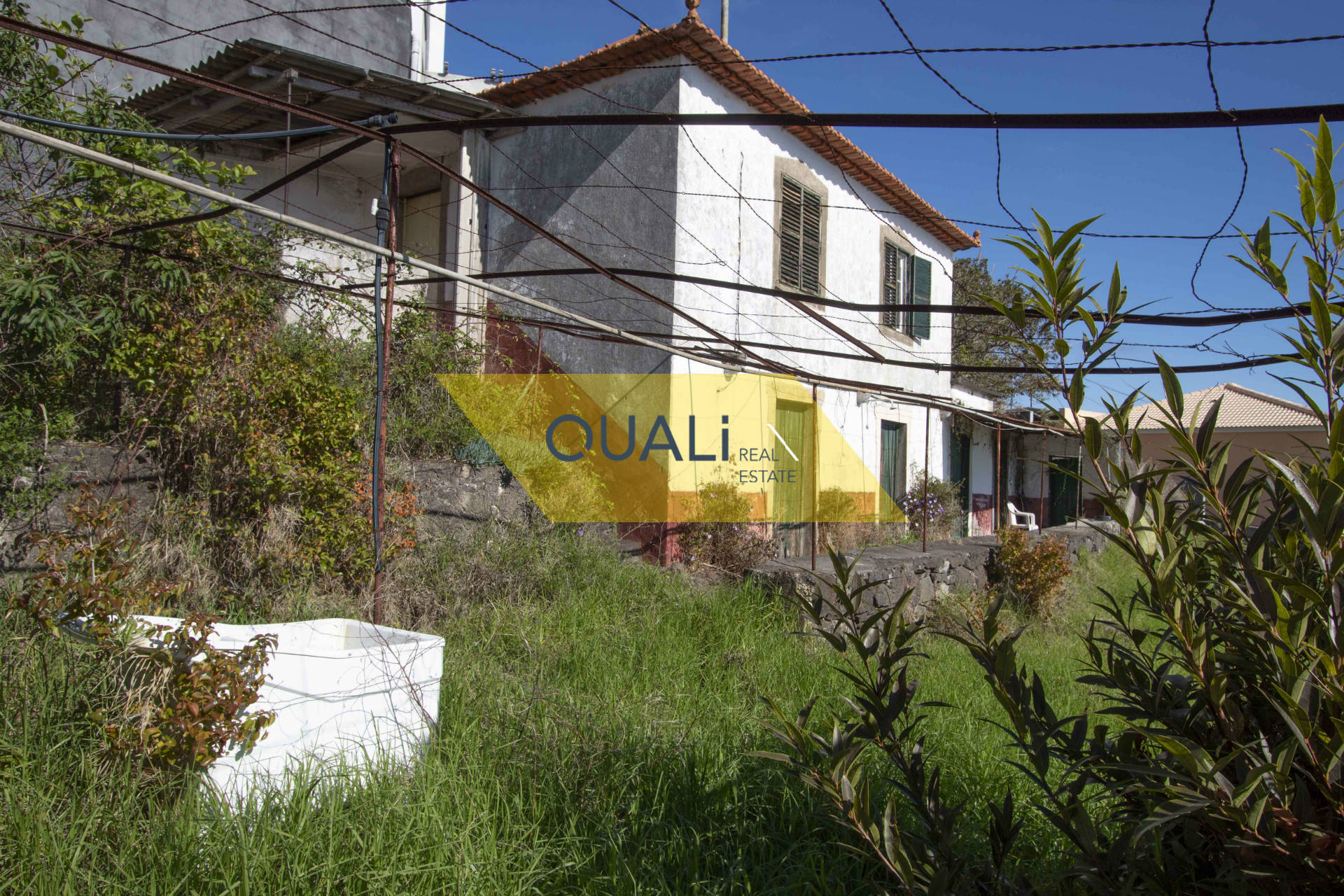 Terreno di 1910m2 con una casa a Santa Cruz - Madeira - € 150.000,00