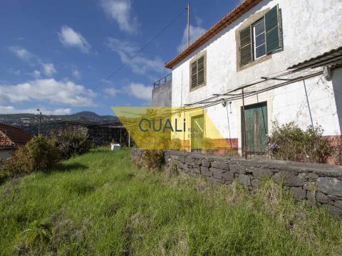 1910m2 Grundstück mit einem Haus in Santa Cruz - Madeira Island - € 150.000,00