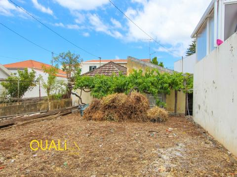 House T1 to remodel with 300m2 of land for Sale in Funchal.
