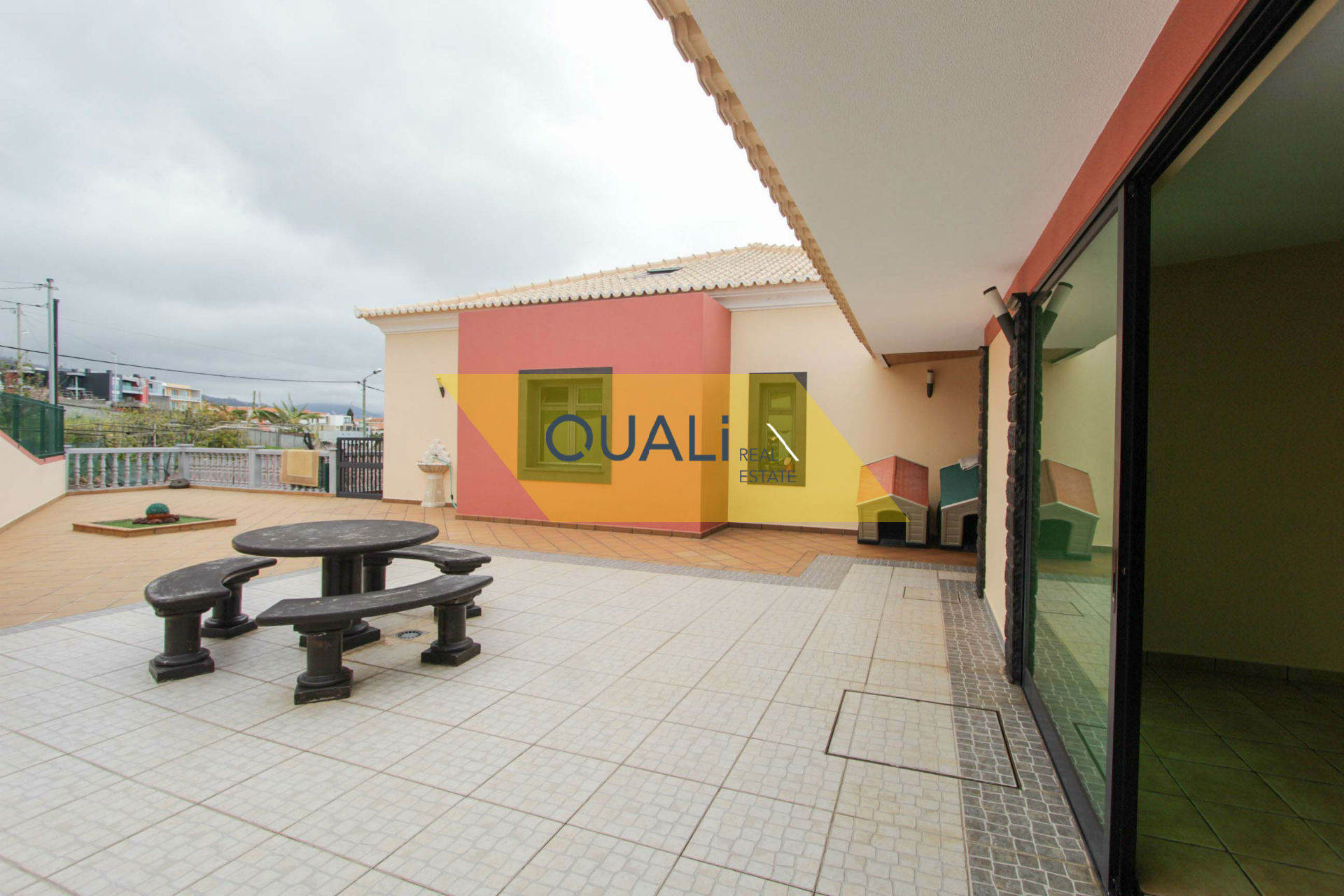 Uni-Familie T3 + Dachgeschoss mit Pool in Ponta do Sol - Insel Madeira. € 382.000